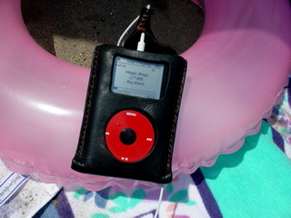 Ipod_on_the_beach